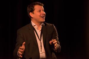 Jary Carter van OroInc spreekt op de OroMeetupNL bijeenkomst
