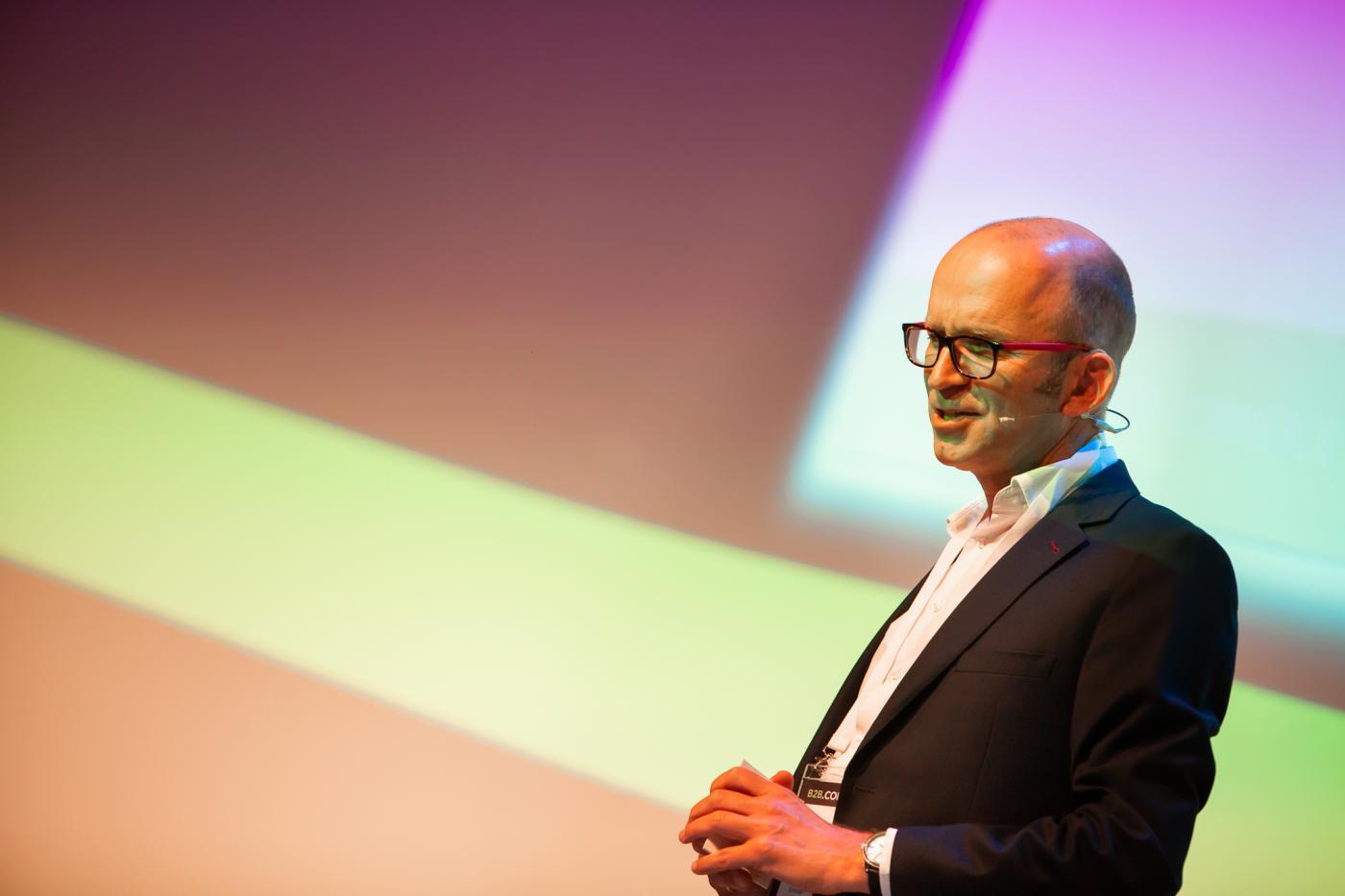 Martin van Dam spreekt tijdens B2B.Commerce