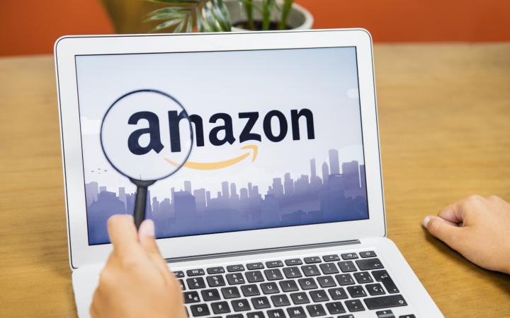 Laptop met Amazon logo